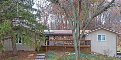 42W560 Hidden Springs Drive, St. Charles, IL 60175 - #: 10578437