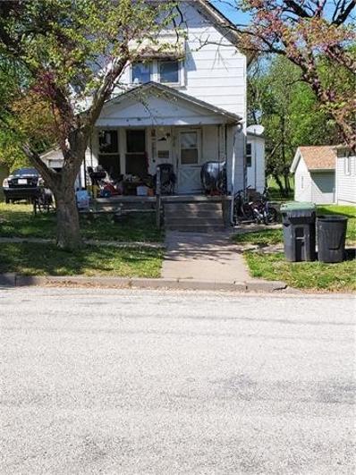 518 Kansas Avenue, Hiawatha, KS 66434 - #: 2321289