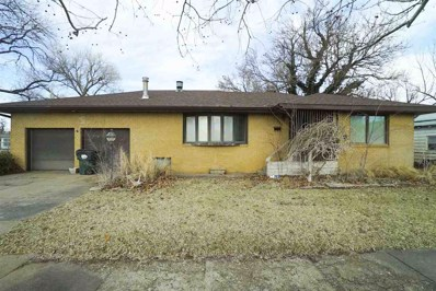 726 W 15TH Ave, Hutchinson, KS 67501 - #: 561388
