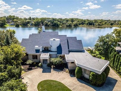 6741 Walnut Lake Road, West Bloomfield Twp, MI 48323 - #: 218090045