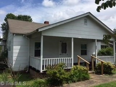 604 W Lee Avenue, Yadkinville, NC 27055 - #: 896868