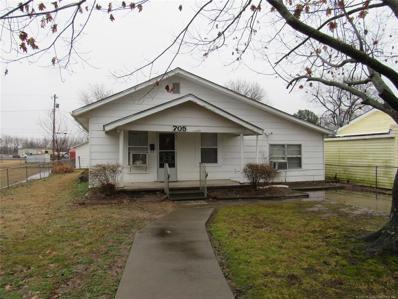 705 N Oak Street, Checotah, OK 74426 - #: 2002039