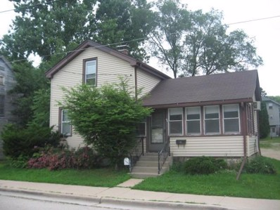 112 S Johnson St, Hartford, WI 53027 - #: 1595278