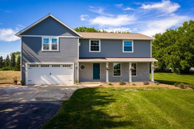 12312 W Donges Bay Rd, Mequon, WI 53097 - #: 1645910