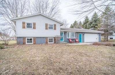 6817 Hickory Rd, West Bend, WI 53090 - #: 1681516